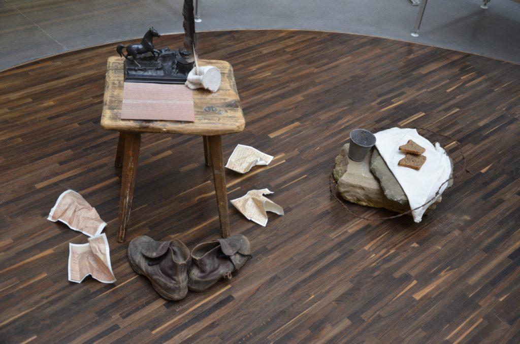 Fragment instalacji wystawy 2