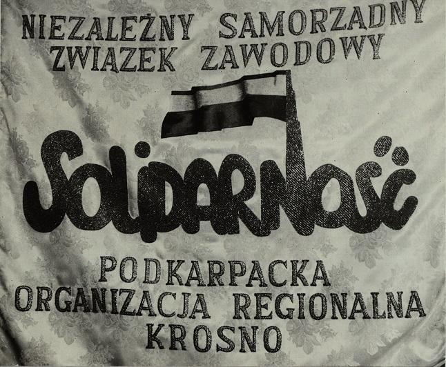 Zdjęcie Sztandaru Niezależnego Samorządnego Związku Zawodowego Solidarność Podkarpackiej Organizacji Regionalnej Krosno