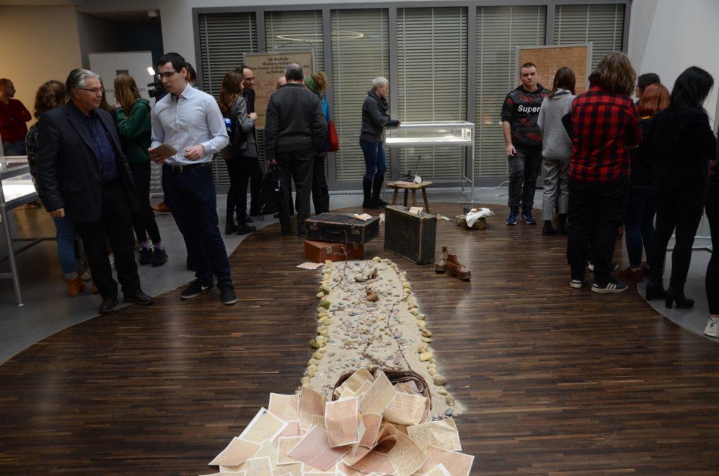 Zwiedzanie wystawy przez gości 3