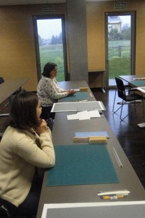 Uczestnicy warsztatów słuchający wykładubrak